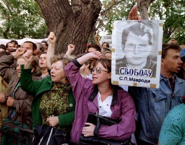 Demonstrators shot-out pro MMM company chief Sergey Mavrodi slogans during a rally near the Interior..