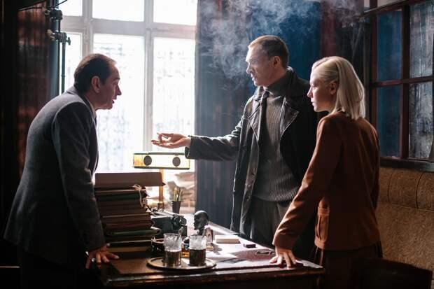 Константин Хабенский и Андрей Бурковский ищут Клеща в трейлере ретро-драмы «За час до рассвета»