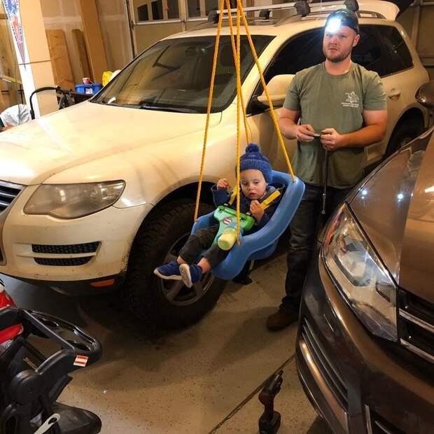 Теперь ваши дети больше не будут к вам приставать, пока вы занимаетесь ремонтом своего автомобиля Лайфхак, дети, идея, отец, папа, совет, хитрости