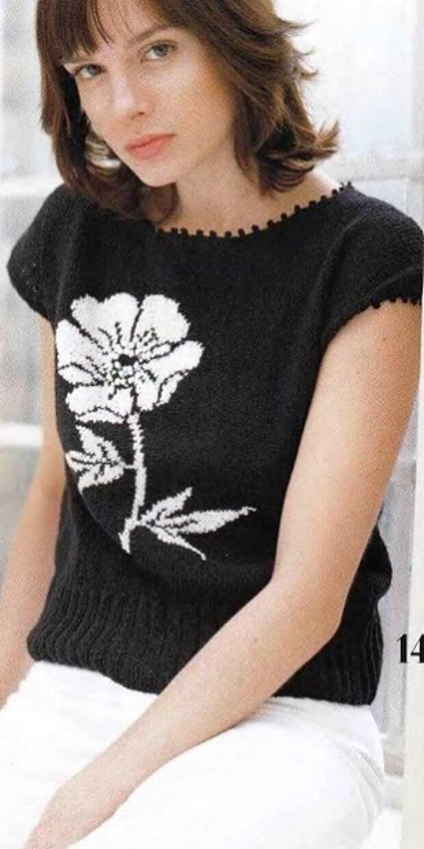 Пуловер с Цветком спицами