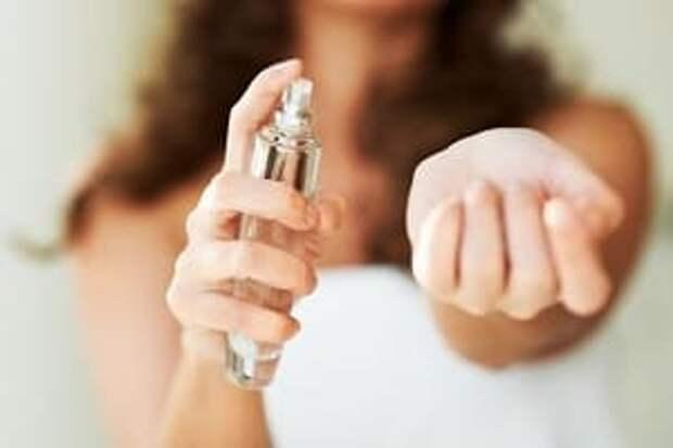 Как правильно наносить духи, чтобы аромат дольше держался? Вот несколько простых приемов