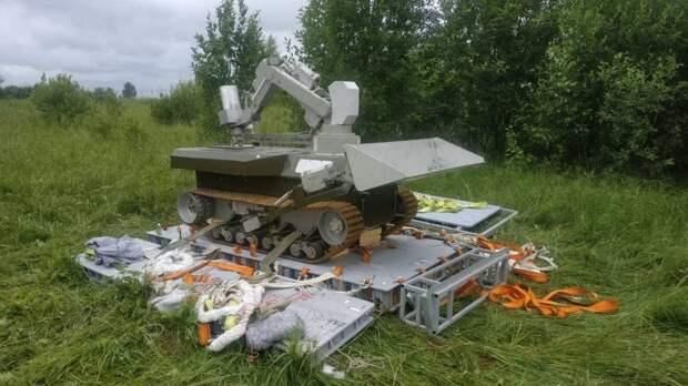 Робот-спасатель из технополиса «Москва» стал парашютистом на учениях МЧС
