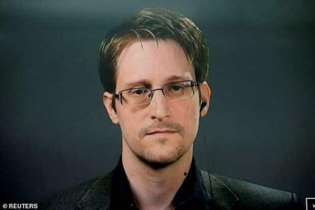 Сноуден получил бессрочный вид на жительство в России (5 фото)