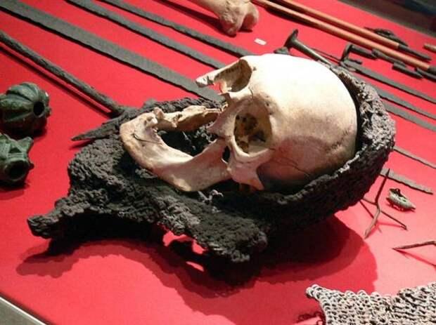 В Швеции обнаружили средневекового воина одетого в кольчугу