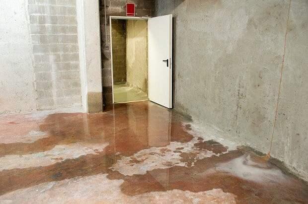 На Шереметьевской откачали воду в подвале