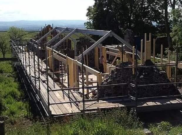 На руинах фермы XVIII века построили шикарный современный дом: Как выглядит его интерьер