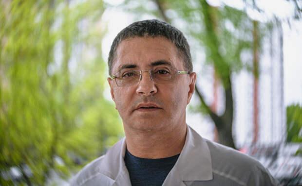 Доктор Мясников рассказал об опасной ошибке при домашнем лечении коронавируса