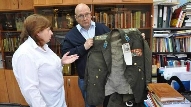 Китель Героя Советского Союза и ценные документы времен ВОВ нашли на свалке в Ростове
