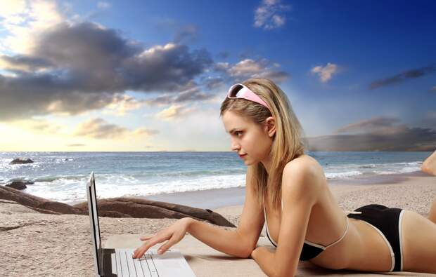 Обои girl, summer, beach, party, beautiful, laptop, travel ...
