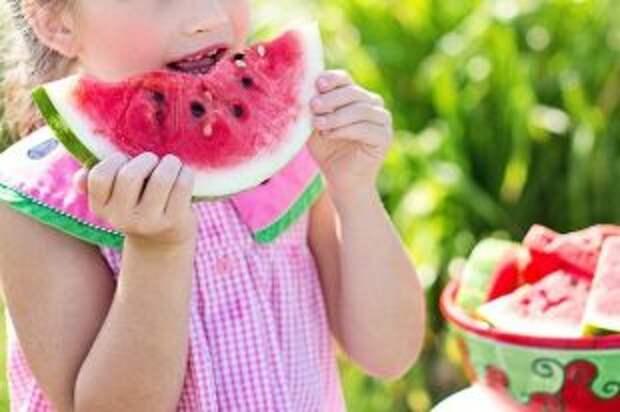 Чем могут быть опасны арбузы и какие нельзя есть ни в коем случае?
