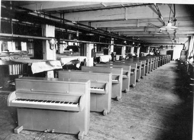 4 неожиданных факта о том, зачем во время войны американцы сбрасывали с воздуха пианино