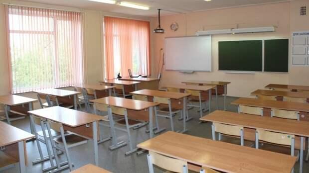 Двое вооруженных ворвались в школу Казани и открыли стрельбу