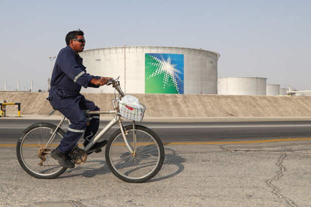 Зачем Саудовская Аравия снижает цены на свою нефть