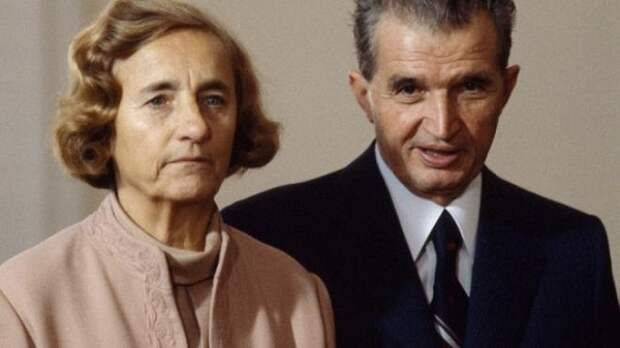 Николае Чаушеску со своей супругой Еленой.