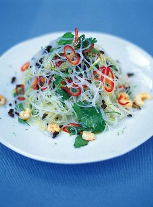 Салат с фунчозой рецепт с креветками — Рецепты Джейми Оливера