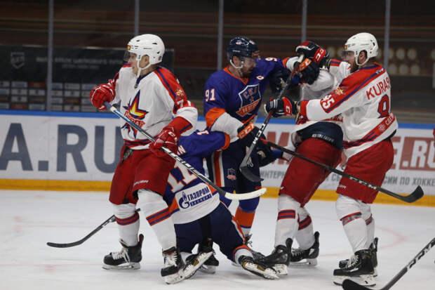 Хоккеисты «Ижстали» потерпели поражение в выездном матче