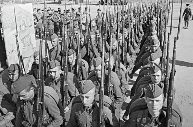 «Вставай, страна огромная!»: история 5 главных песен Великой Отечественной