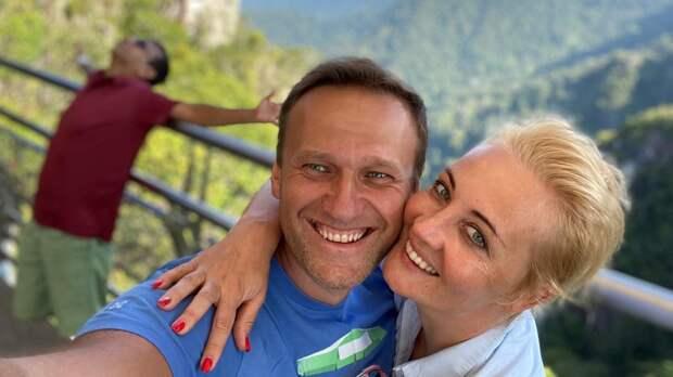 """""""До фени, как там муж"""": Рябцева указала на неправдивый образ счастья семьи Навальных"""