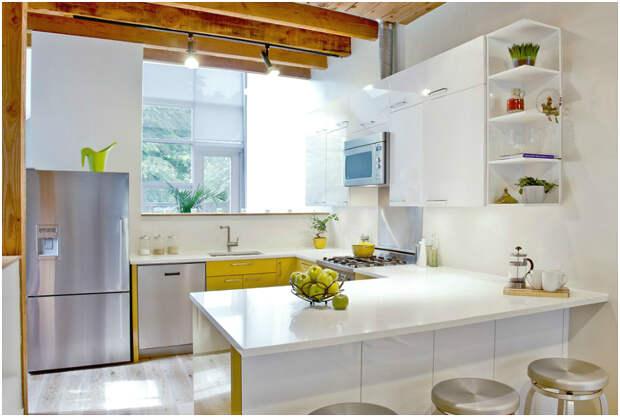 Уютная кухня бело-жёлтого цвета