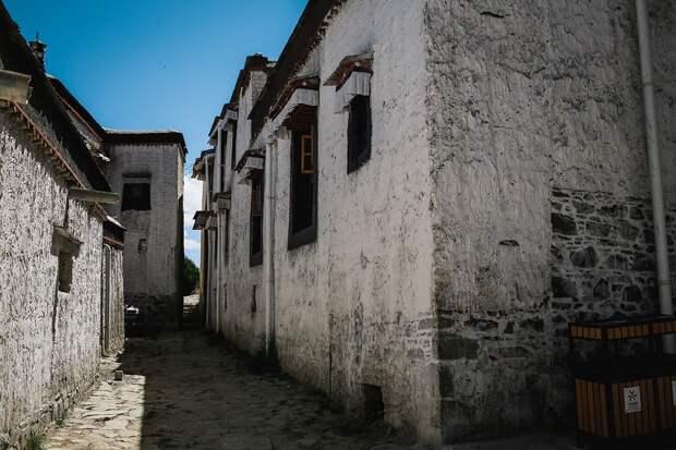 shigadze09 В поисках волшебства: Шигадзе, резиденция Панчен ламы и китайский рынок