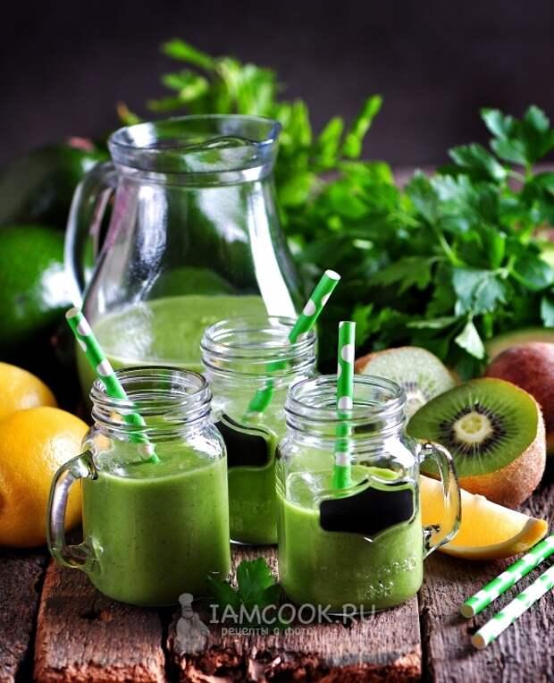 Фото витаминного смузи из авокадо и шпината