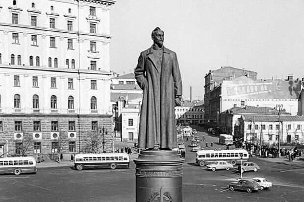 Противники памятника Дзержинскому хотят переиграть Смуту