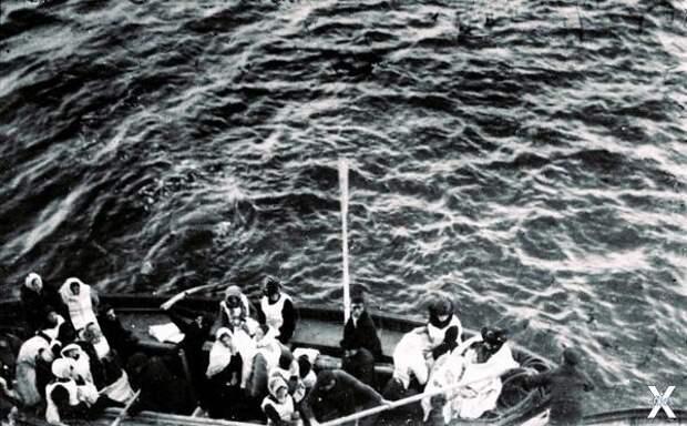 Обломки затонувшего Титаника около ко...
