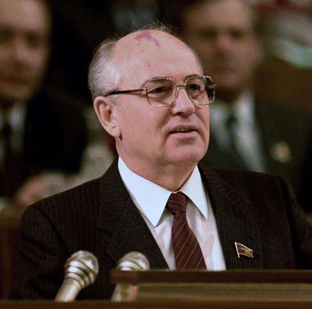 Почему в России не любят Горбачёва?