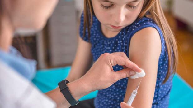 В ЕС проведут вакцинацию детей и подростков