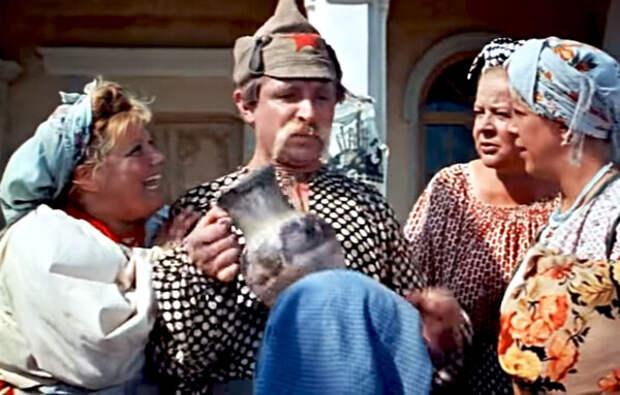 кадр из фильма «Свадьба в Малиновке», 1967 год, Эмилия Трейвас (слева), Евгений Лебедев, Зоя Фёдорова и Тамара Носова