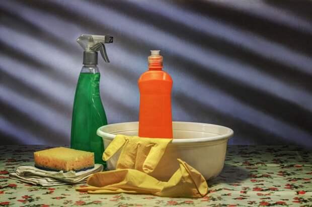 Подъезд на Клинской очистили от продуктов жизнедеятельности