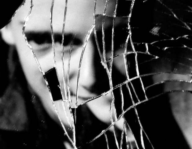 Почему разбитое зеркало плохая примета?