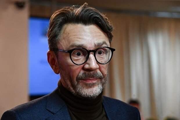 Шнуров ответил стихом на заявление протоиерея Смирнова о вреде образования для девочек