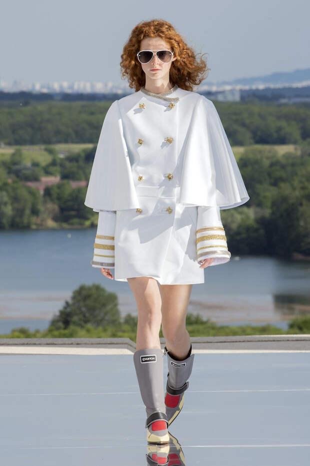Парадные кители и «лунные» сапоги в коллекции будущего Louis Vuitton