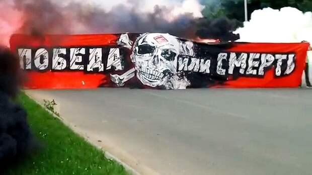 Полиция задержала фанатов «Спартака», провожавших команду в Тулу. Что известно на данный момент