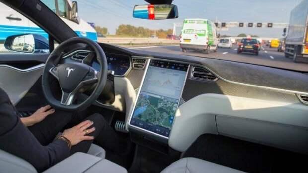 В США раскритиковали автопилот Tesla
