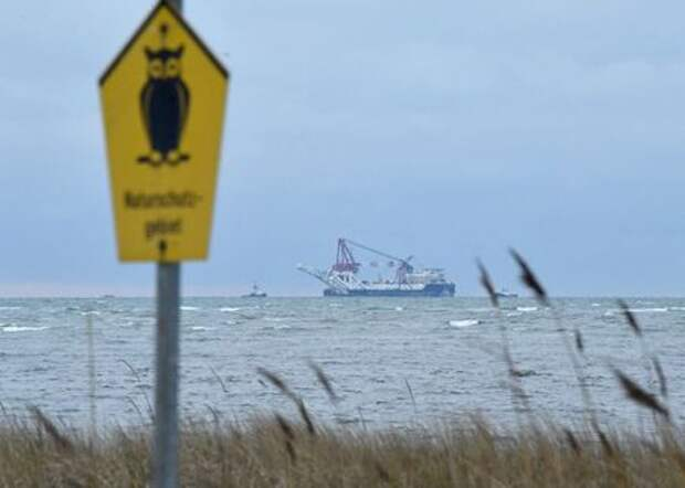 """The Russian pipe-laying ship """"Fortuna"""" is seen in the Mecklenburg Bay ahead of the resumption of Nord Stream 2 gas pipeline construction near Insel Poel, Germany January 14, 2021. REUTERS/Annegret Hilse"""