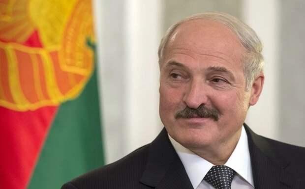Лукашенко ответил на предложение Макрона уйти в отставку