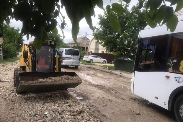 Коммунальщики Симферополя ликвидируют последствия шторма