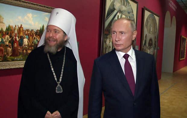Путин в День России посетил выставку, посвящённую 800-летию Александра Невского
