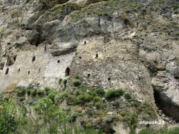 Древняя крепость в Куртатинском ущелье