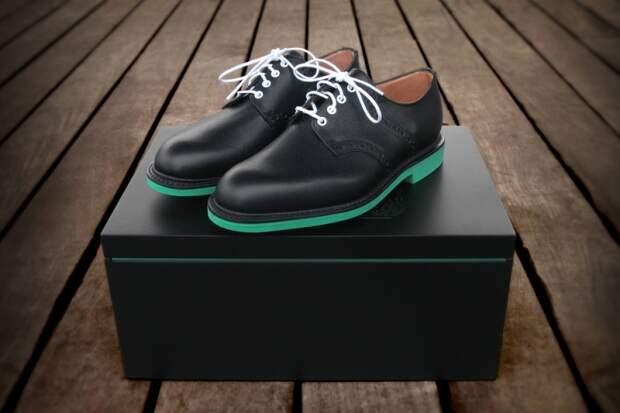 """Черные туфли с зеленой подошвой для """"Мужчины мира"""""""