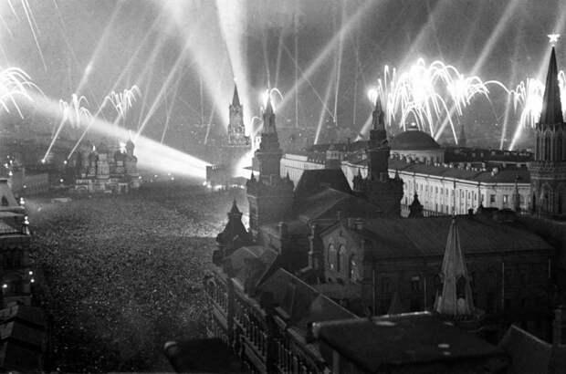 1. Празднование Дня Победы, Москва, 1945 год. история, мир, фотография