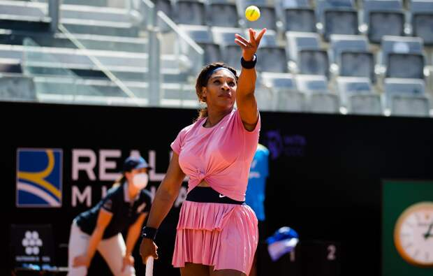 Серена Уильямс выиграла первый матч с февраля (видео)