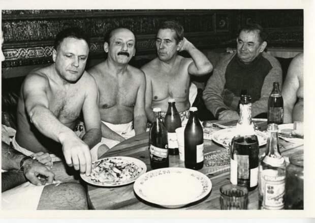 Редкие застольные фотографии любимых советских актёров из их домашних архивов