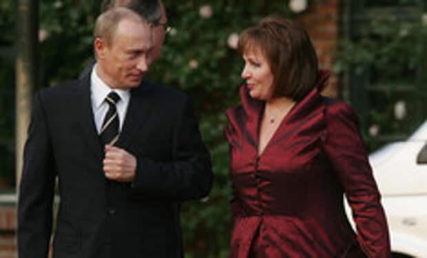 От Хрущевой до Путиной: как выглядели и одевались первые леди нашей страны