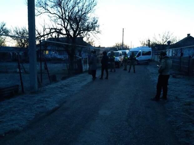 В Крыму проводят обыски у татар — задержаны трое