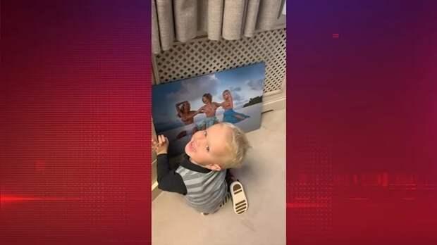 Собчак показала свое полуобнаженное фото сыну