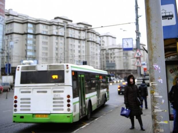 На столичных автобусных остановках появится кнопка для инвалидов