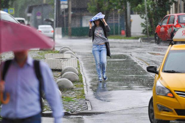 Синоптики предупредили москвичей о ливнях и сильном ветре
